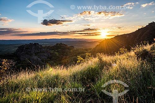 Vista do pôr do sol a partir da Rodovia MG-010  - Santana do Riacho - Minas Gerais (MG) - Brasil