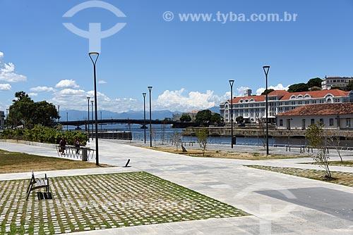 Vista da Praça dos Museus na Orla Prefeito Luiz Paulo Conde (2016) com o Primeiro Distrito Naval - Edifício Almirante Tamandaré (1924) - ao fundo  - Rio de Janeiro - Rio de Janeiro (RJ) - Brasil