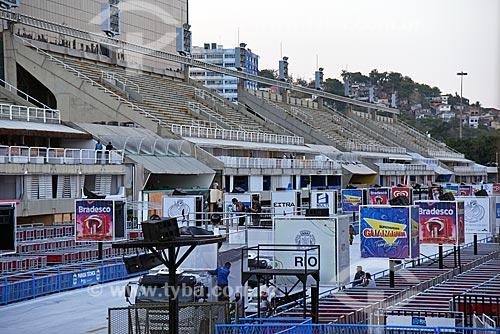 Placas de publicidade no Sambódromo da Marquês de Sapucaí (1984)  - Rio de Janeiro - Rio de Janeiro (RJ) - Brasil