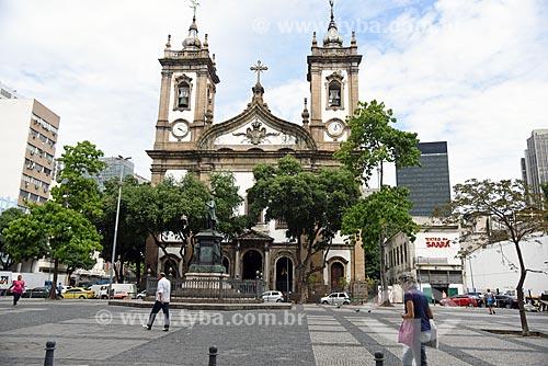 Estátua em homenagem à José Bonifácio (1872) no Largo de São Francisco de Paula - com a Igreja de São Francisco de Paula (1801) ao fundo e o Teatro do Saara - à direita  - Rio de Janeiro - Rio de Janeiro (RJ) - Brasil