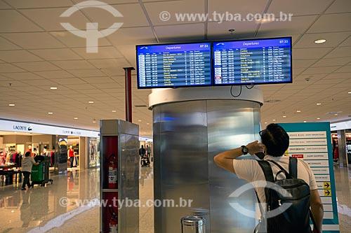 Painel de voos no Aeroporto Internacional de Viracopos  - Campinas - São Paulo (SP) - Brasil