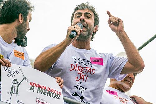 Detalhe de Marcelo Freixo durante manifestação contra o governo de Michel Temer na orla da Praia de Copacabana  - Rio de Janeiro - Rio de Janeiro (RJ) - Brasil
