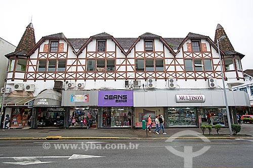 Detalhe de lojas em prédio em estilo enxaimel na Rua Nove de Março  - Joinville - Santa Catarina (SC) - Brasil