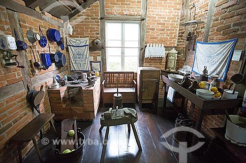 Interior da cozinha - parte social da casa - do Museu Nacional de Imigração e Colonização (1870)  - Joinville - Santa Catarina (SC) - Brasil