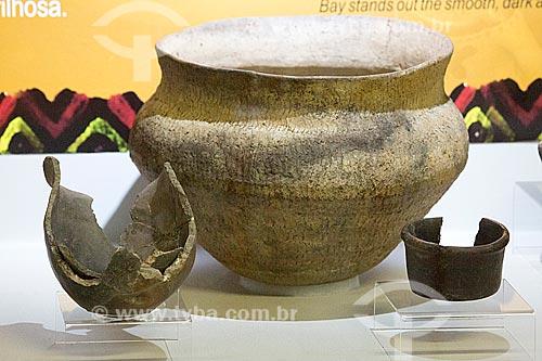 Vaso de barro da tribo guarani em exibição no Museu Arqueológico de Sambaqui de Joinville  - Joinville - Santa Catarina (SC) - Brasil