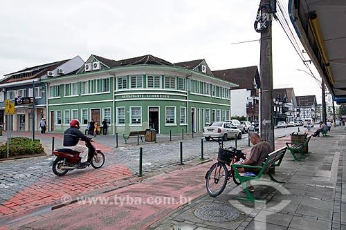 Vista da Rua Luiz Abry com o Restaurante Schroeder ao fundo  - Pomerode - Santa Catarina (SC) - Brasil
