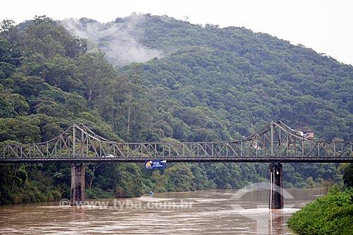 Ponte de Ferro (Ponte Aldo Pereira) sobre o Rio Itajai-Açu  - Blumenau - Santa Catarina (SC) - Brasil