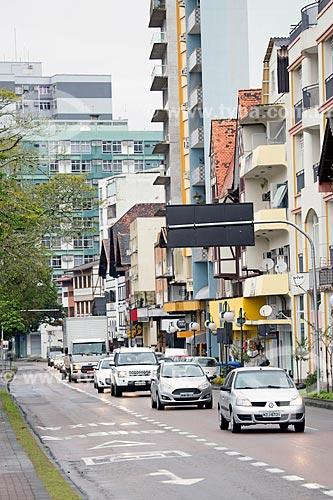 Detalhe de faixa exclusiva de ônibus na Avenida Presidente Castelo Branco  - Blumenau - Santa Catarina (SC) - Brasil
