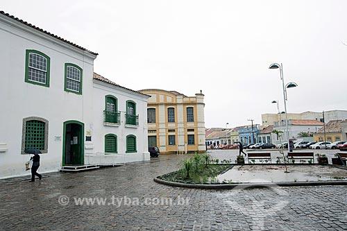 Vista do Museu Anita Garibaldi (1735) a partir da Praça República Juliana  - Laguna - Santa Catarina (SC) - Brasil