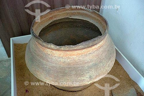 Vaso de barro da tribo Guarani em exibição no Museu Anita Garibaldi  - Laguna - Santa Catarina (SC) - Brasil