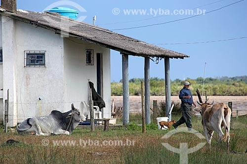 Casa simples nas margens da Lagoa de Imaruí  - Laguna - Santa Catarina (SC) - Brasil