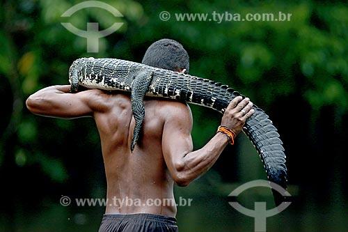 Detalhe de ribeirinho pescando jacaré na Lagoa Ubim  - Manacapuru - Amazonas (AM) - Brasil
