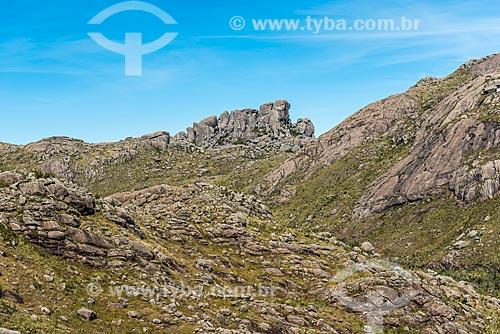 Vista do Maciço das Prateleiras a partir da trilha da Pedra do Altar no Parque Nacional de Itatiaia  - Itatiaia - Rio de Janeiro (RJ) - Brasil