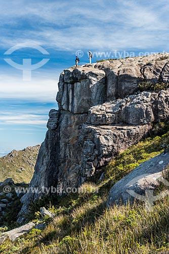 Turistas no cume da Pedra do Altar no Parque Nacional de Itatiaia  - Itatiaia - Rio de Janeiro (RJ) - Brasil