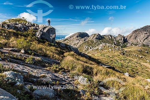 Homem no cume da Pedra do Altar no Parque Nacional de Itatiaia  - Itatiaia - Rio de Janeiro (RJ) - Brasil