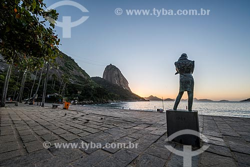Vista do amanhecer na Praia Vermelha com a Escultura à Frédéric Chopin (1944) e o Pão de Açúcar ao fundo  - Rio de Janeiro - Rio de Janeiro (RJ) - Brasil