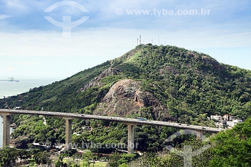 Vista de trecho da Ponte Deputado Darcy Castello de Mendonça - mais conhecida como Terceira Ponte (1989) - com o Morro do Moreno ao fundo  - Vila Velha - Espírito Santo (ES) - Brasil