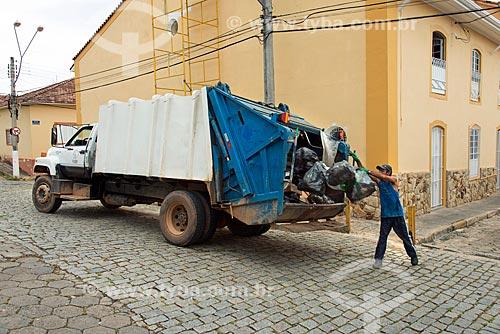 Coleta de lixo na cidade de Santa Branca  - Santa Branca - São Paulo (SP) - Brasil