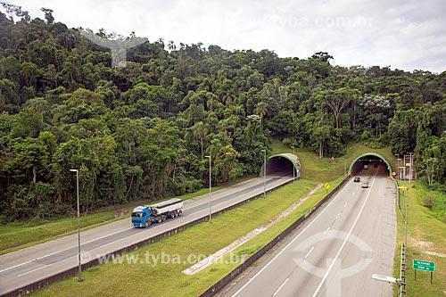 Vista de túnel na Rodovia Carvalho Pinto (SP-070)  - Jacareí - São Paulo (SP) - Brasil