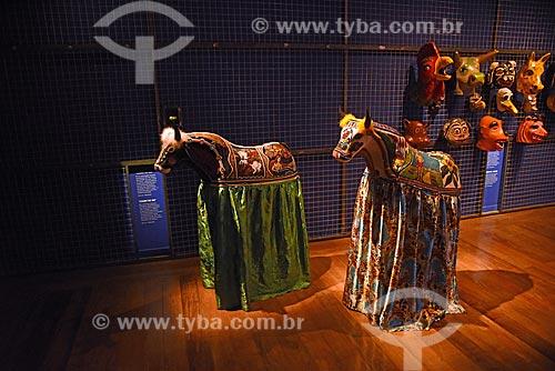 Fantasia de bumba meu boi em exibição no Centro de Referência do Artesanato Brasileiro (CRAB) durante a exposição Festa Brasileira - Fantasia feita à mão  - Rio de Janeiro - Rio de Janeiro (RJ) - Brasil