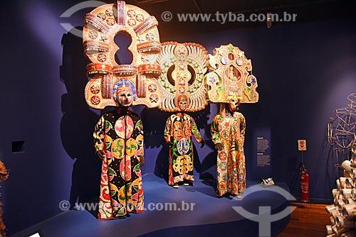 Fantasia de cazumbá em exibição no Centro de Referência do Artesanato Brasileiro (CRAB) durante a exposição Festa Brasileira - Fantasia feita à mão  - Rio de Janeiro - Rio de Janeiro (RJ) - Brasil