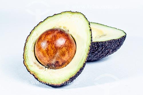 Detalhe de abacate cortado ao meio  - Florianópolis - Santa Catarina (SC) - Brasil