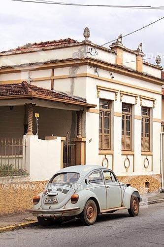 Fusca estacionado na Rua Doutor Castro Santos  - Guaratinguetá - São Paulo (SP) - Brasil