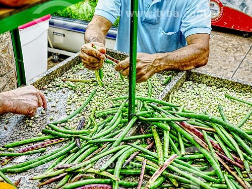 Detalhe de feijão de corda (Vigna unguiculata) à venda no Centro Luiz Gonzaga de Tradições Nordestinas  - Rio de Janeiro - Rio de Janeiro (RJ) - Brasil