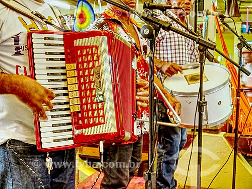 Detalhe de trio de forró pé-de-serra no Centro Luiz Gonzaga de Tradições Nordestinas  - Rio de Janeiro - Rio de Janeiro (RJ) - Brasil