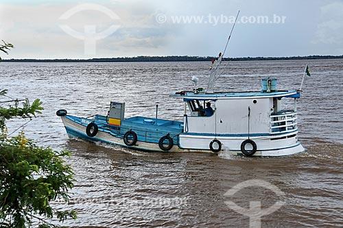 Traineira com bomba de gasolina no Rio Amazonas próximo à Parintins  - Parintins - Amazonas (AM) - Brasil