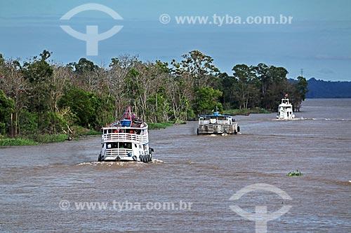 Barcos no Rio Amazonas entre as cidade de Manaus e Itacoatiara  - Manaus - Amazonas (AM) - Brasil