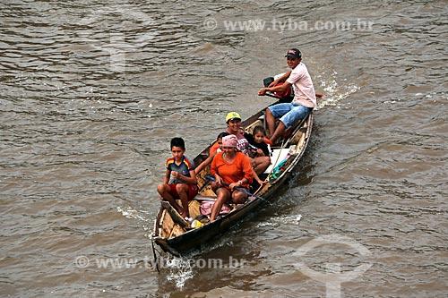 Detalhe de ribeirinhos no Rio Amazonas entre as cidade de Manaus e Itacoatiara  - Manaus - Amazonas (AM) - Brasil