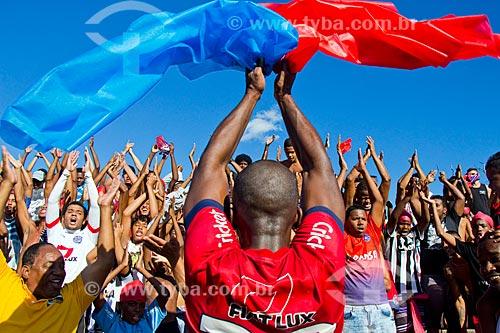 Jogador do time futebol de várzea Toque de Bola comemorando após a final da 3º Copa Jacarezinho - realização ex-jogador Júnior - no Campo do GE - Favela do Jacarezinho  - Rio de Janeiro - Rio de Janeiro (RJ) - Brasil