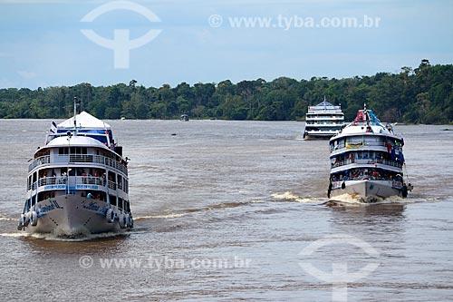 Chalanas - embarcação regional - no Rio Amazonas próximo à Itacoatiara  - Itacoatiara - Amazonas (AM) - Brasil