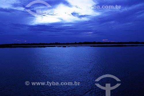 Vista do anoitecer no Rio Amazonas próximo à Itacoatiara  - Itacoatiara - Amazonas (AM) - Brasil