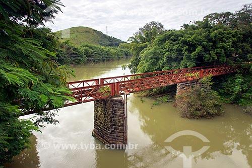 Ponte metálica (1902) que fazia a travessia entre as cidades de Santa Branca e Jacareí - projetada pelo escritor Euclides da Cunha  - Santa Branca - São Paulo (SP) - Brasil