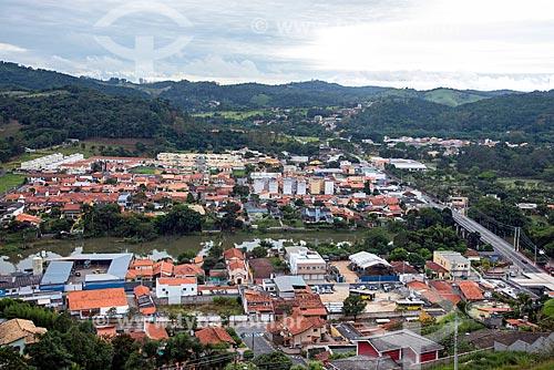 Vista geral da cidade de Guararema com a ponte Rio Paraíba do Sul - parte da Avenida Doutor Ademar de Barros - à direita  - Guararema - São Paulo (SP) - Brasil