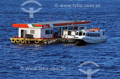 Posto de gasolina flutuante no Rio Negro próximo à Manaus  - Manaus - Amazonas (AM) - Brasil