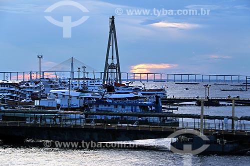 Porto de Manaus às margens do Rio Negro durante o pôr do sol  - Manaus - Amazonas (AM) - Brasil