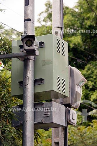 Detalhe de radar para fiscalização eletrônica de velocidade na Rodovia Nilo Máximo (SP-077)  - Santa Branca - São Paulo (SP) - Brasil