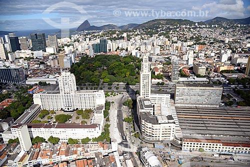 Foto aérea do Palácio Duque de Caxias _a esquerda - com a Estação Ferroviária Central do Brasil - à direita  - Rio de Janeiro - Rio de Janeiro (RJ) - Brasil