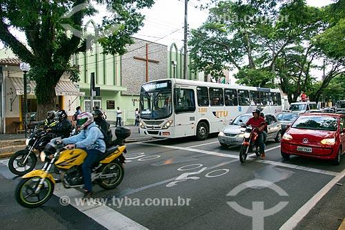 Faixas de retenção exclusiva para motos na Rua Quinze de Novembro  - Jacareí - São Paulo (SP) - Brasil