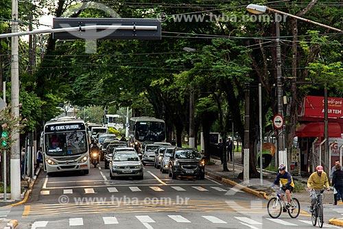 Tráfego na Rua Quinze de Novembro  - Jacareí - São Paulo (SP) - Brasil