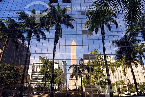 Reflexo do obelisco da Praça dos Expedicionários na fachada do Sede do Tribunal de Justiça do Rio de Janeiro  - Rio de Janeiro - Rio de Janeiro (RJ) - Brasil