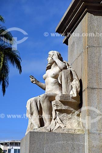 Detalhe de estátua na base do obelisco da Praça dos Expedicionários  - Rio de Janeiro - Rio de Janeiro (RJ) - Brasil