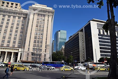 Vista da sede do Ministério da Fazenda com o Edifício Torre Almirante ao fundo a partir da Praça dos Expedicionários  - Rio de Janeiro - Rio de Janeiro (RJ) - Brasil
