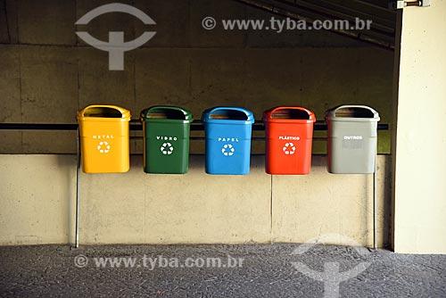 Lixeiras para coleta seletiva no Edifício sede do Banco Nacional de Desenvolvimento Econômico e Social (BNDES)  - Rio de Janeiro - Rio de Janeiro (RJ) - Brasil
