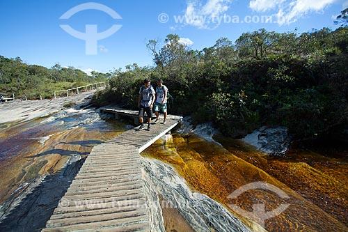 Passarela na Prainha do Parque Estadual do Ibitipoca durante a trilha do circuito de água  - Lima Duarte - Minas Gerais (MG) - Brasil