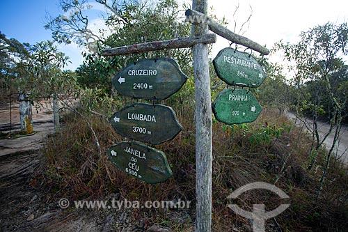 Placas informativas na trilha do Parque Estadual do Ibitipoca durante a trilha do circuito da Janela do Céu  - Lima Duarte - Minas Gerais (MG) - Brasil