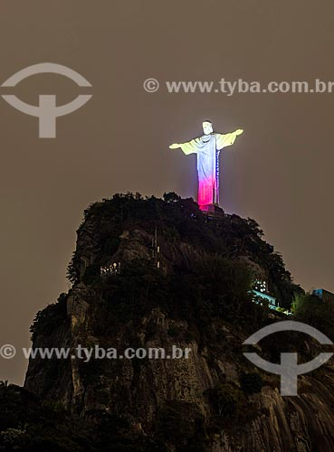 Cristo Redentor com iluminação especial - amarelo, azul e vermelho - devido à comemoração dos 208 anos de independência do Equador  - Rio de Janeiro - Rio de Janeiro (RJ) - Brasil